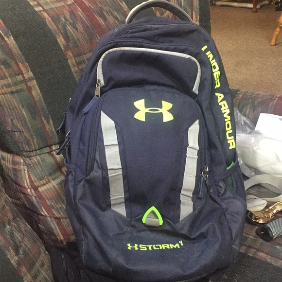 Under Armour Storm Backpack (Navy Blue with green).  M 5ba3d4b8baebf6762aef973a 901278fdb8
